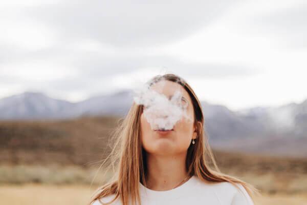 二手菸和吸菸的危害一樣大!這 8 種天然食物超清肺