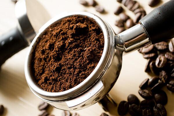 泡完的咖啡渣別丟!簡單加工就能除濕又除臭