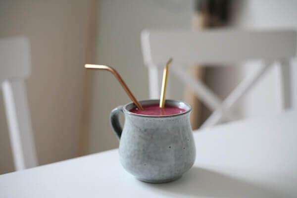 環保吸管積茶垢細菌量超高!用這 2 樣清洗更乾淨