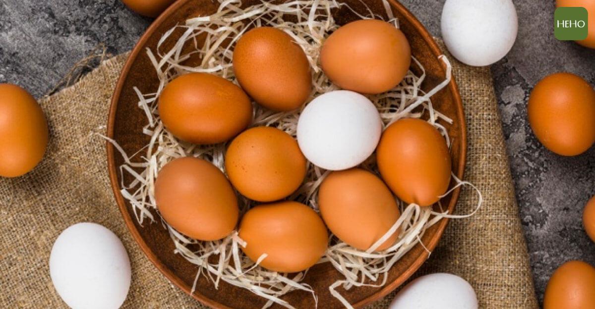 雞蛋放冰箱門更容易壞!4 種保鮮秘訣這樣做