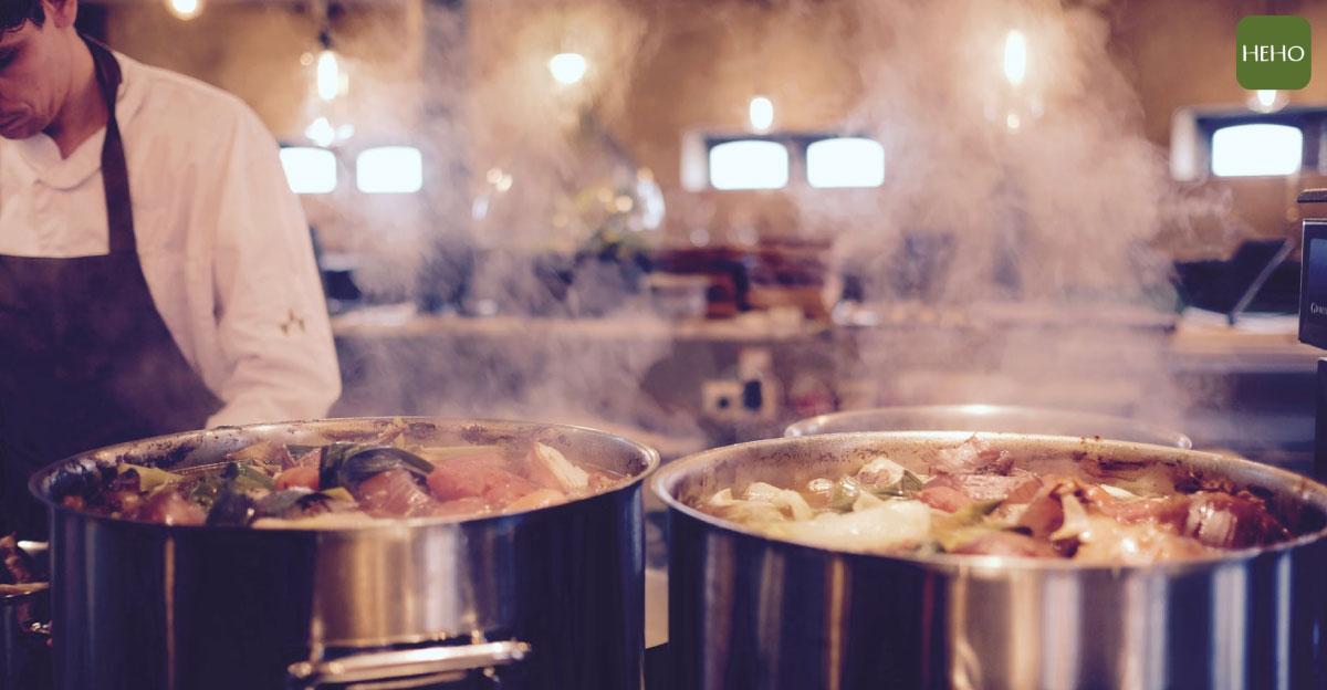 驟降的氣溫讓人容易感冒?快來碗熱騰騰的洋蔥雞湯補身!