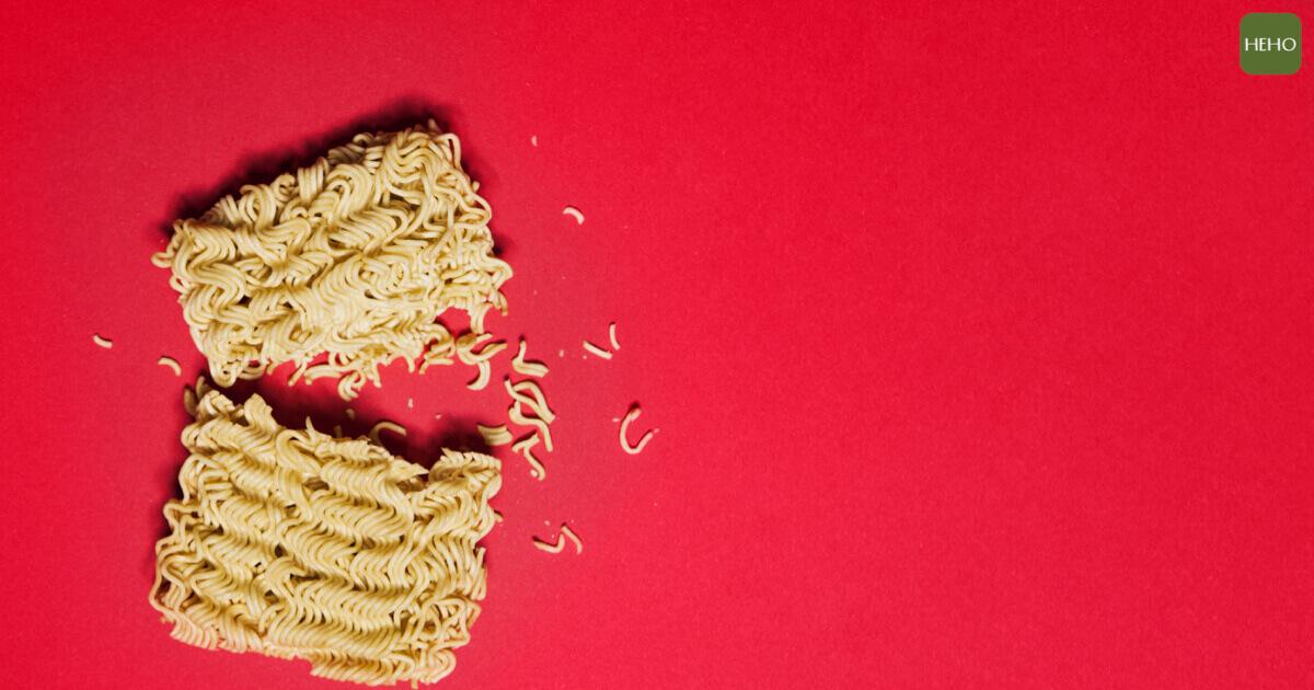 不要再用錯誤方法吃泡麵!遵守 4 原則也能吃得很健康