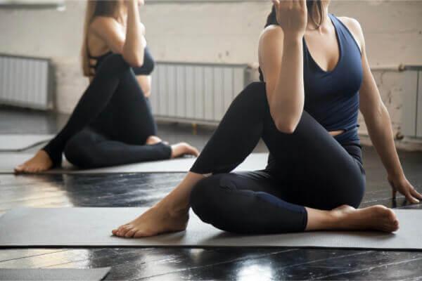 睡不著、壓力又大怎麼辦?睡前 3 瑜伽動作可助緩解