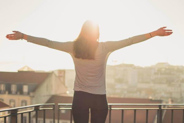 當壓力一來就陷入鬱悶世界?試試這5種「愛自己」生活儀式,有助擺脫負面情緒