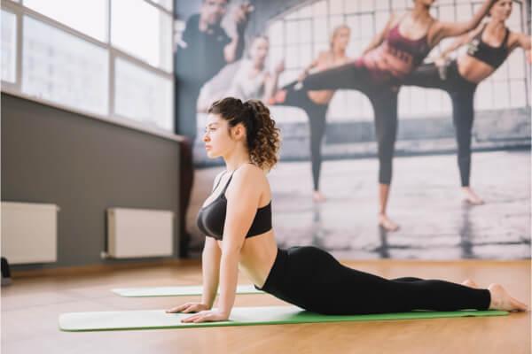在沙發上賴太久腰好痛?4招簡單測出「椎間盤突出」
