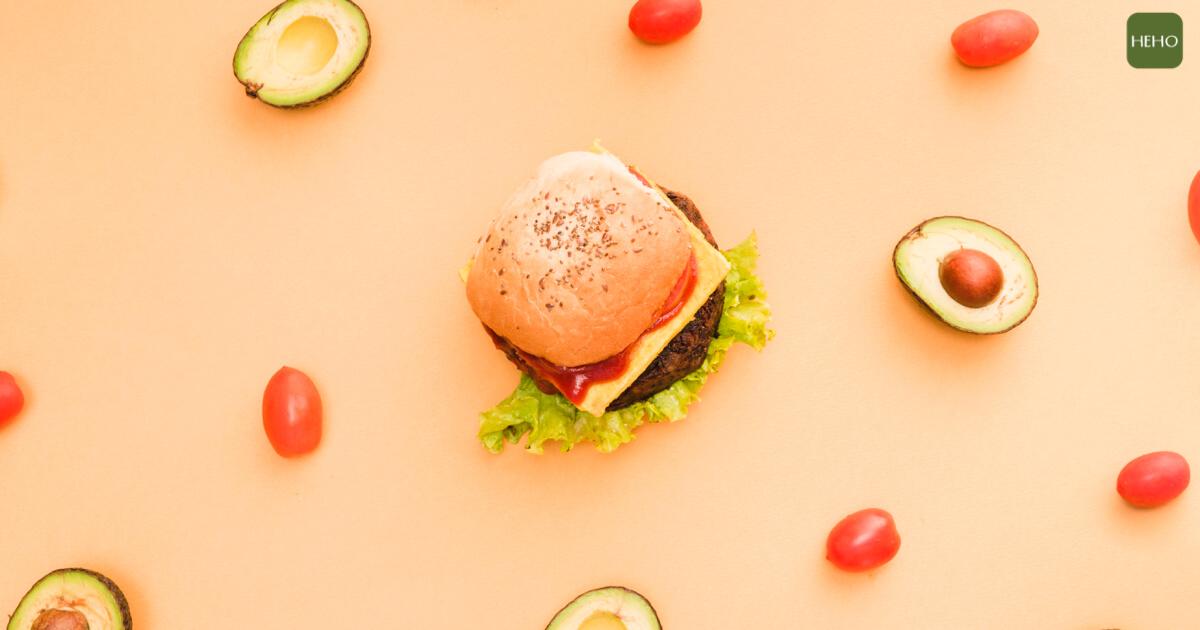 誰說吃漢堡不健康?加入「酪梨」一次補足 20 種營養