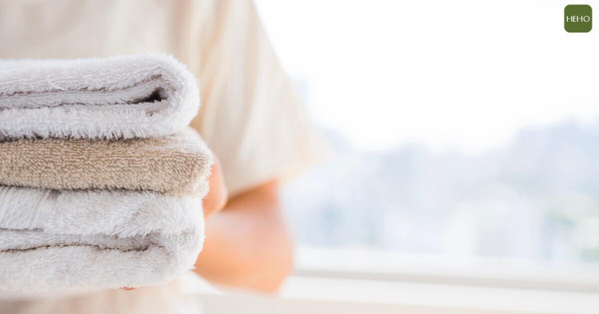 毛巾出現小黑點又黏滑怎麼辦?這 4 招清洗法毛巾變乾爽
