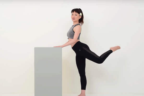 屁股不知不覺越來越大?日本美體老師:每天「向後踢」20下就能瘦下半身