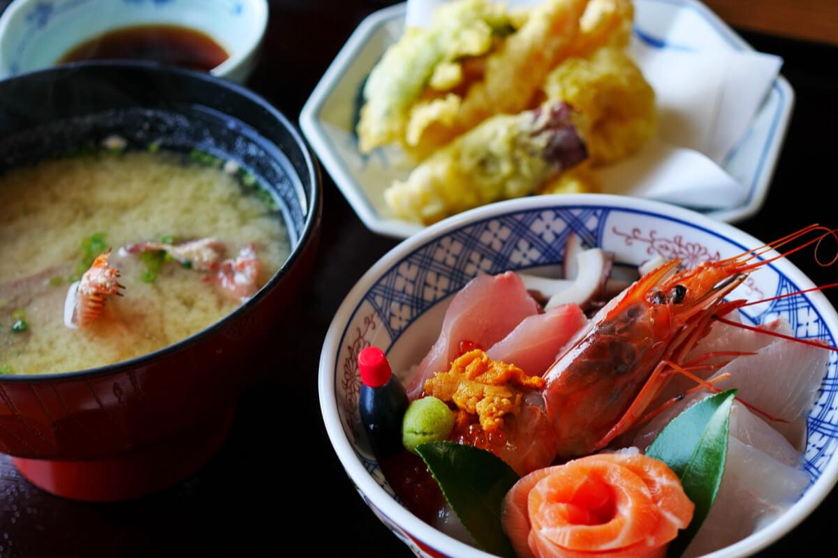 習慣吃味噌、紫菜並不是讓日本人長壽的秘訣?其實答案在餐桌上的小碟子上啊!