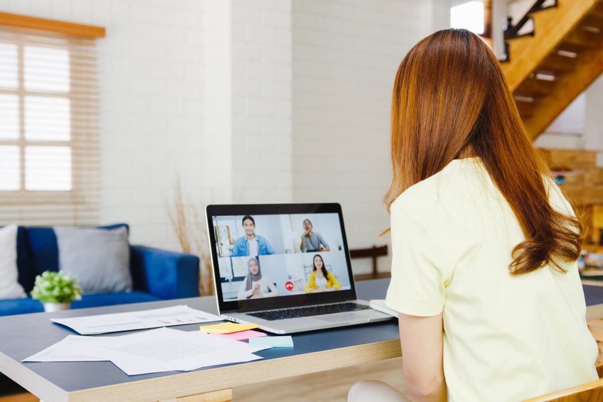 穿著睡衣、坐在床上進行在家上班嗎? 7個建議讓人維持如辦公室的工作效率